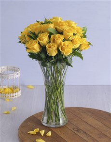 gifts: Yellow Roses in a Vase!